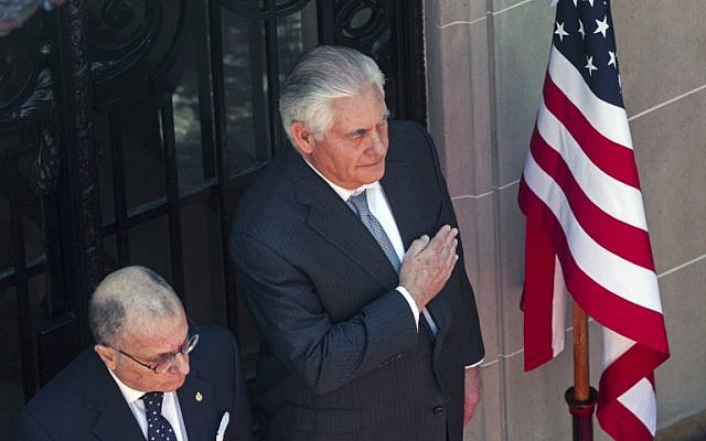 United States's Secretary of State Rex Tillerson (L) stands next to Argentina's Foreign Minister Jorge Faurie (R) at the Argentinian Republic State Department headquarters, while they offer flowers to General Don Jose de San Martin, in Buenos Aires, on February 4, 2018. (AFP PHOTO / Alberto RAGGIO)