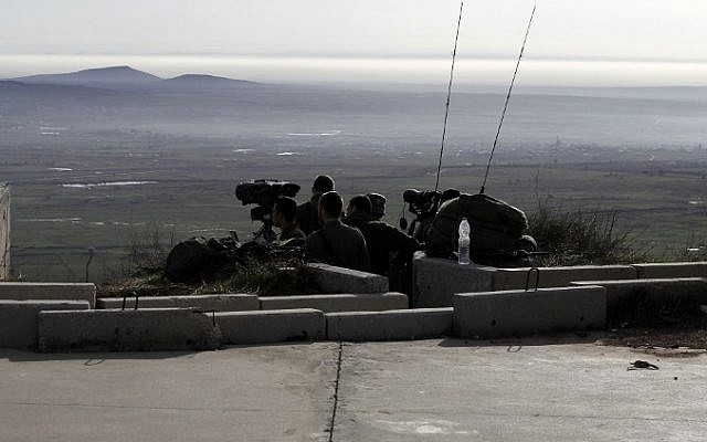 Israeli solders take positions in the Golan Heights near the border with Syria on February 10, 2018. (AFP PHOTO / JALAA MAREY)