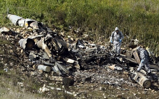 A picture taken in the northern Israeli Kibbutz of Harduf on February 10, 2018, shows the remains of an F-16 that crashed after coming under fire by Syrian air defenses (AFP Photo/Jack Guez)
