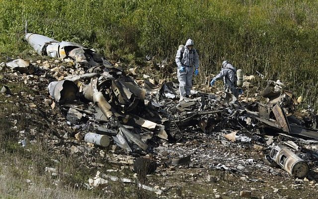 A picture taken in the northern Israeli Jezreel Valley on February 10, 2018, shows the remains of an Israel F-16 that crashed after coming under fire by Syrian air defenses during attacks against 'Iranian targets' in the war-torn country. (AFP PHOTO / Jack GUEZ)