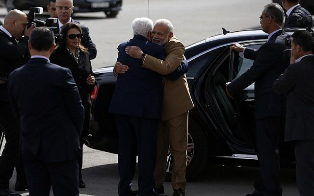 Palestinian president Mahmoud Abbas (C-L) embraces Indian Prime Minister Narendra Modi upon his arrival for a meeting in the West Bank city of Ramallah on February 10, 2018. (Abbas Monani/AFP)