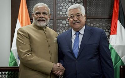 Palestinian Authority President Mahmud Abbas (R) and India's Prime Minister Narendra Modi pose for a picture, during the latter's visit to the West Bank city of Ramallah on February 10, 2018. (AFP Photo/AP/Nasser Nasser)