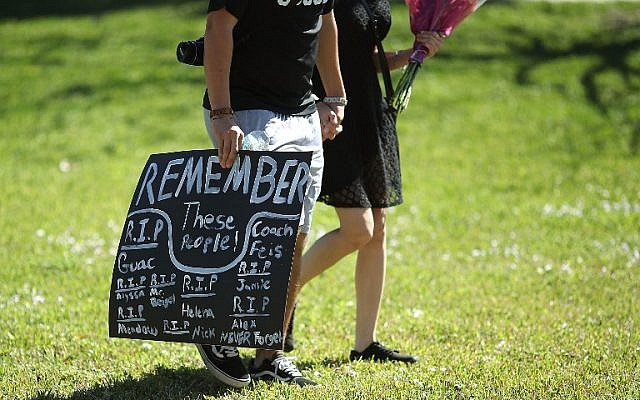 Students of Marjory Stoneman Douglas High School gather at Pine Trail Park, in Parkland, Florida, on February 15, 2018. (Mark Wilson/Getty Images/AFP)