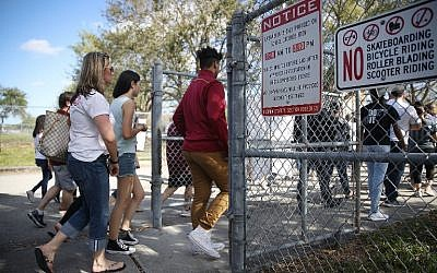 People visit Marjory Stoneman Douglas High School on February 25, 2018 in Parkland, Florida. (Joe Raedle/Getty Images/AFP)