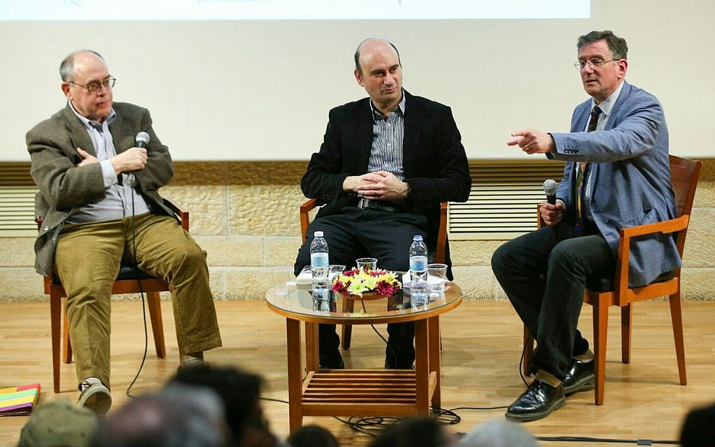 Authors Elliot Jager (left) and Azriel Bermant (center) discussing British-Israeli relations with journalist Matthew Kalman at a Times of Israel event in Jerusalem on February 27, 2018. (Eliyahu Yanai/Mishkenot Sha'ananim)
