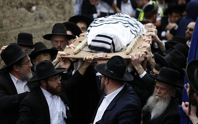 Ultra-Orthodox men carry the body of Rabbi Shmuel Auerbach during his funeral in Jerusalem, Sunday, February 25, 2018. (AP Photo/Ariel Schalit)