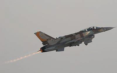 A Lockheed Martin F-16I 'Soufa' takes off during the IDF/AF flight school's 156th graduation ceremony. (Tsahi Ben-Ami/Flash 90)