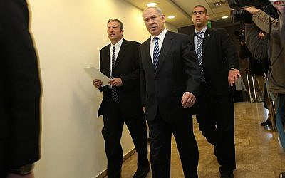 Prime Minister Benjamin Netanyahu and Nir Hefetz (L) as Head of the National Information Directorate arrive at the weekly cabinet meeting held in the Prime Minister's Office in Jerusalem. Sunday, Dec 27, 2009. (Yossi Zamir/Flash 90)