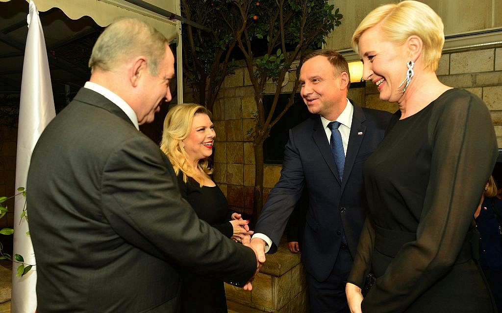 Prime Minister Benjamin Netanyahu, left, and his wife Sara, second left, host Polish President Andrzej Duda, second right, and his wife Agata, at the Prime Minister's Residence in Jerusalem on January 18, 2017. (Kobi Gideon/GPO)