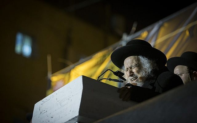 Rabbi Shmuel Auerbach speaks during a rally in Jerusalem against the draft of the ultra-Orthodox community on March 28, 2017. (Yonatan Sindel/Flash90)