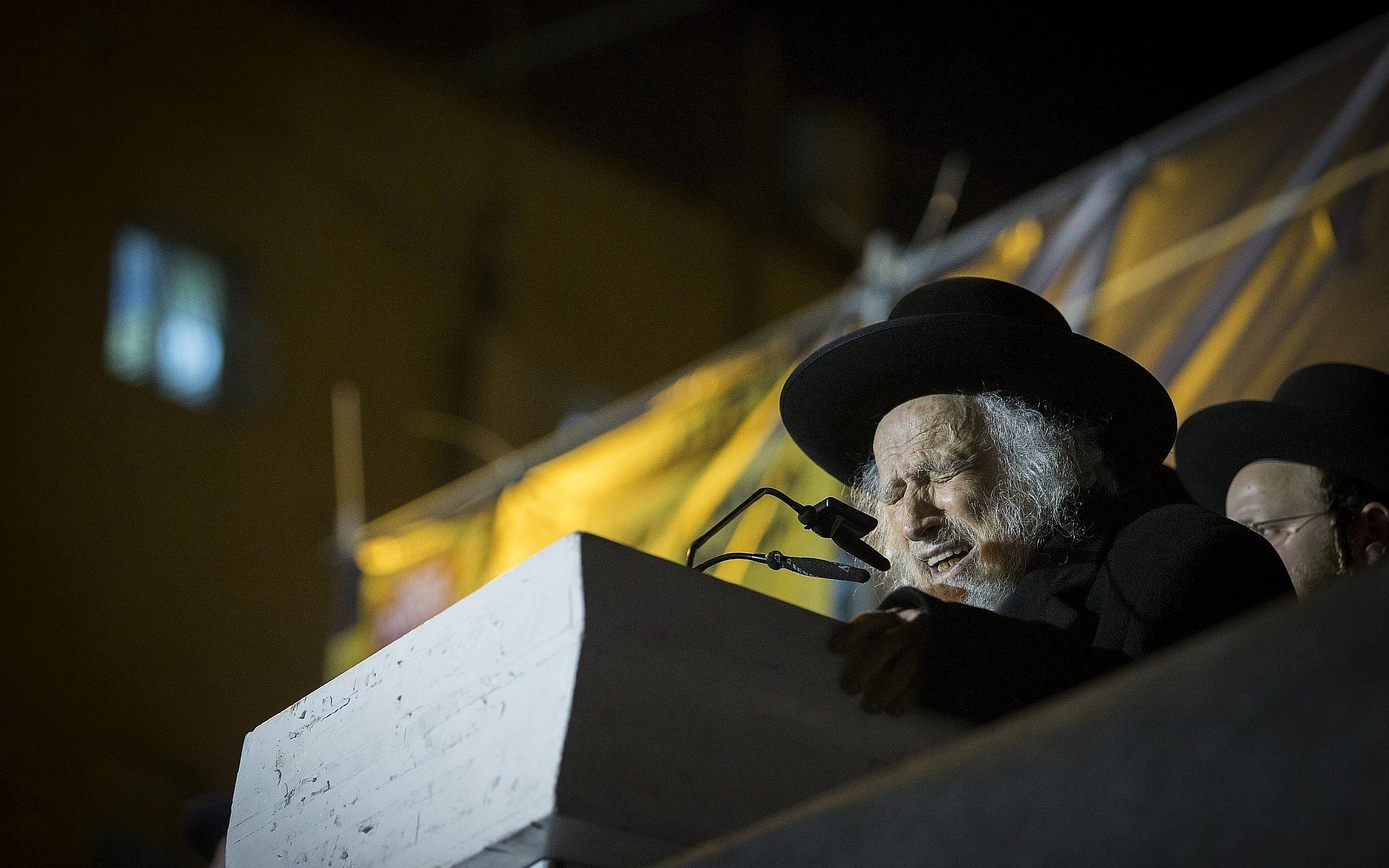 Ultra-orthodox Jews mourn passing of spiritual leader in Jerusalem
