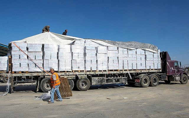 Illustrative: A Palestinian truck loaded with supplies entered the southern Gaza Strip from Israel through the Kerem Shalom crossing in Rafah, on November 1, 2017. (Abed Rahim Khatib/ Flash90)
