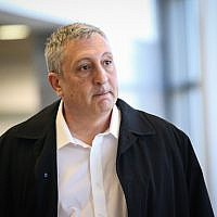 Former prime minister's spokesman Nir Hefetz at the Herzliya Magistrate's Court for a libel suit against him and other associates of the prime minister on December 26, 2017. ( Flash90)