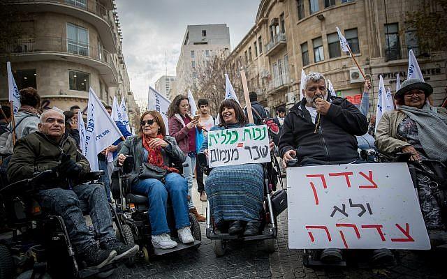 Disabled activists protesting in central Jerusalem on January 3, 2018.  (Yonatan Sindel/Flash90)