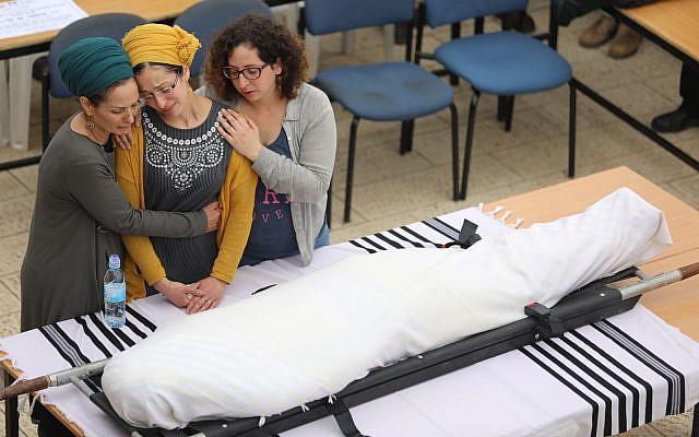 The funeral of terror victim Rabbi Itamar Ben-Gal in the West Bank settlement of  Har Bracha, February 6, 2018. Yonatan Sindel/Flash90)