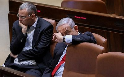 Prime Minister Benjamin Netanyahu (right) with Tourism Minister Yariv Levin during a Knesset vote on the budget, which coincided with police publishing recommendations that Netanyahu be indicted for bribery and breach of trust, February 13, 2018.   (Yonatan Sindel/Flash90)