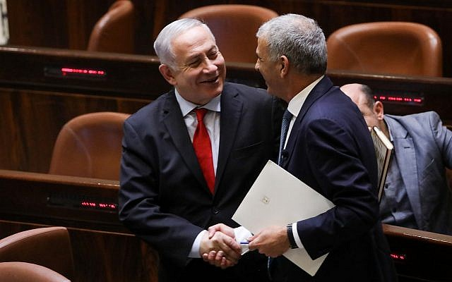 Prime Minister Benjamin Netanyahu and Finance Minister Moshe Kahlon (R) are seen ahead of a Knesset vote on the 2019 state budget on February 13, 2018. (Yonatan Sindel/Flash90)