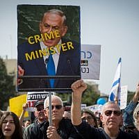 Israelis protest against corruption, urging Prime Minister Benjamin Netanyahu to resign, in Tel Aviv on February 16, 2018 (Miriam Alster/Flash90)