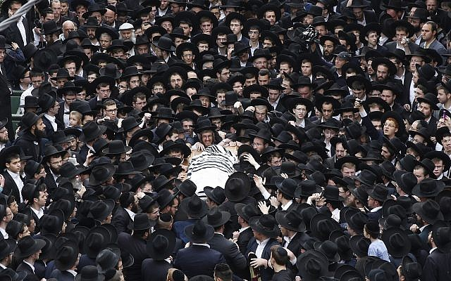 Ultra-Orthodox followers of Rabbi Shmuel Auerbach mourn during his funeral in Jerusalem, on February 25, 2018. Yonatan Sindel/Flash90)