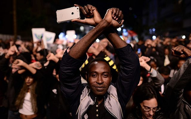 African asylum seekers and human rights activists protest against deportation in Tel Aviv, February 21, 2018 (Tomer Neuberg/Flash90)