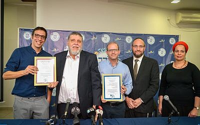 Rabbi Rafi Feuerstein (2L), Rabbi Dr. Moshe Be'eri (C) and Shai Berman, CEO of the Israel Restaurant Association (L) at a press conference on the establishment of a new Tzohar Kashrut authority in Tel Aviv, February 26, 2018. (Flash90)