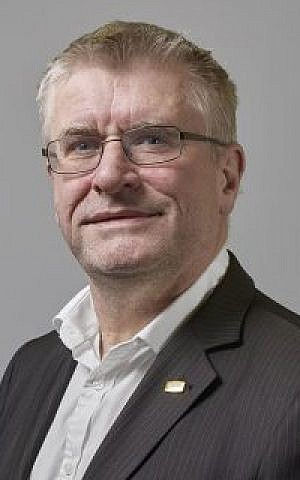 - Glenn Fitzgerald A 250x320 300x480 - Internet of Things will monitor the mall, the roads, and even stop heart attacks