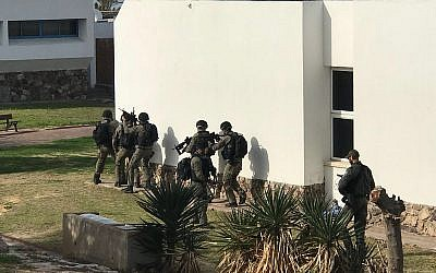 Special forces practice counterterrorism scenarios during a series of exercises in the southern region, February 4, 2018. (Israel Police)