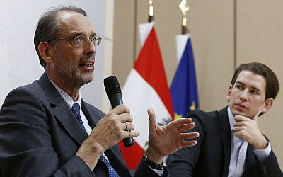 Austrian Education Minister Heinz Fassmann (l) and Chancellor Sebastian Kurz in 2015. (CC BY Dragan Tatic, Wikimedia Commons)