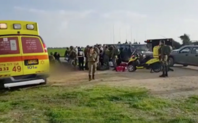 Israeli troops and first responders at the Gaza border following an explosion that targeted an IDF patrol, February 17, 2018 (Hadashot news screenshot)