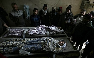 Palestinian relatives mourn over the bodies of Salam Sabah (L) and Abdullah Abu Sheikha (R), both 17, during their funeral, in Rafah in the southern Gaza Strip on February 18, 2018. Two Palestinians were killed by Israeli fire, Gaza medical sources said, after four soldiers were wounded in bomb attack on the border with the Palestinian enclave. (AFP PHOTO / SAID KHATIB)