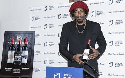 Amar'e Stoudemire showing one of the wines in his collection of Israeli kosher wines, in New York, February 20, 2018. (Courtesy of Jewish National Fund-USA via JTA)