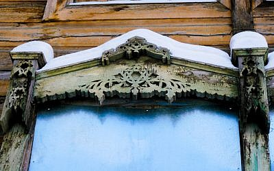 Stars of David are worked into the facade of the Soldiers Synagogue in Tomsk, Siberia, which was built by conscripted Jews and only recently returned to the local Jewish community, January 2018 (Cnaan Liphshiz)