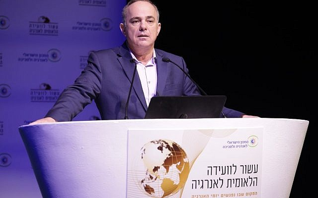 Energy Minister Yuval Steinitz speaking at an energy conference in Tel Aviv, February 27, 2018 (Dror Sithakol)
