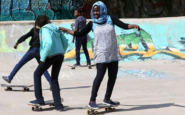 "Refugee children skate on February 24, 2018 at the ""7Hills Skate Park"" in Amman, which offers free skateboarding lessons to refugees several times a week. (AFP PHOTO / Khalil MAZRAAWI)"