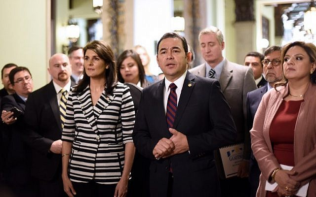 Guatemalan President Jimmy Morales, center, speaks to the press after holding a meeting with the US ambassador to the United Nations  Nikki Haley, left at the Culture Palace in Guatemala City on February 28, 2018. (AFP / Johan ORDONEZ)