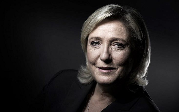 Le Pen charged over IS photos