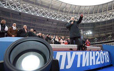 Presidential candidate, President Vladimir Putin gives a speech during a rally to support his candidature in the upcoming presidential election at the Luzhniki stadium in Moscow on March 3, 2018. (AFP PHOTO / SPUTNIK / Alexey DRUZHININ)