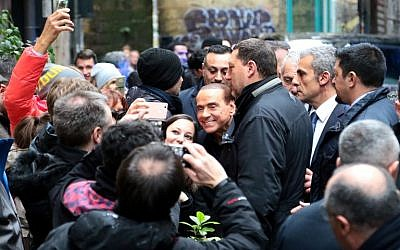 Head of the centre-right party Forza Italia (Go Italy) Silvio Berlusconi (C) poses for pictures with supporters, outside the San Severo chapel during his tour in downtown Naples on March 3, 2018 on the eve of a closely-watched general election poll. (AFP PHOTO / Carlo Hermann)