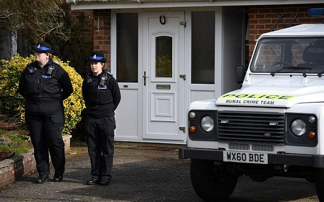 British Police Community Support Officers stand on duty outside a residential property in Salisbury, southern England, on March 6, 2018 (AFP PHOTO / Chris J Ratcliffe)
