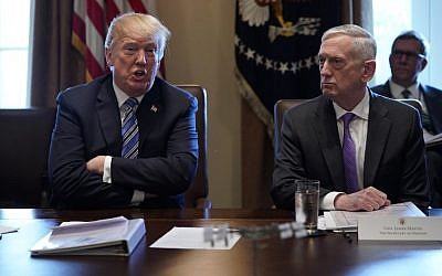 US President Donald Trump (L) and Defense Secretary James Mattis at a Cabinet meeting in the Cabinet Room of the White House on March 8, 2018. (AFP Photo/Mandel Ngan)
