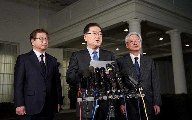 South Korean National Security Advisor Chung Eui-yong, center, briefs reporters outside the West Wing of the White House on March 8, 2018 in Washington, DC.  (AFP PHOTO / Mandel NGAN)