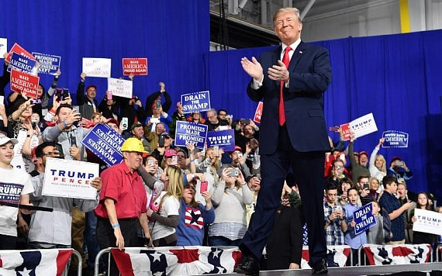 US President Donald Trump greets supporters at the Make America Great Again Rally on March 10, 2018 in Moon Township, Pennsylvania (AFP PHOTO / Nicholas Kamm)