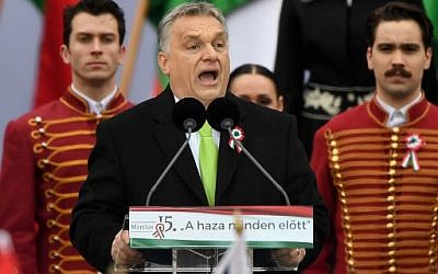 Hungarian Prime Minister Viktor Orban delivers a speech in front of the building of the Hungarian Parliament in Budapest on March 15, 2018, during the official commemoration of the 170th anniversary of the 1848-1849 Hungarian revolution.  (AFP PHOTO / Attila KISBENEDEK)