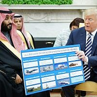US President Donald Trump (R) holds a defense sales chart with Saudi Arabia's Crown Prince Mohammed bin Salman in the Oval Office of the White House on March 20, 2018 in Washington, DC. (AFP PHOTO / MANDEL NGAN)