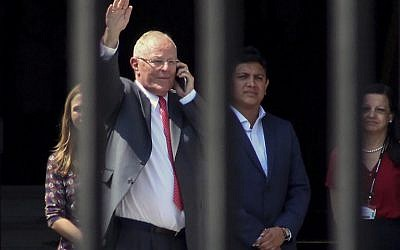 Peruvian former President Pedro Pablo Kuczynski waves before leaving the Palace of Government in Lima, after recording a televised message in which he announced his resignation on March 21, 2018.  (AFP/LUKA GONZALES)