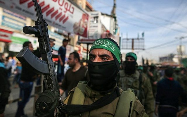 A member of Hamas's armed wing during a funeral of in the central Gaza Strip on March 22, 2018 (AFP PHOTO / MOHAMMED ABED)