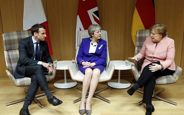 British Prime Minister Theresa May (C), German Chancellor Angela Merkel (R) and French President Emmanuel Macron give a press conference following a meeting on the sidelines of the European Union leaders summit in Brussels, on March 22, 2018. (AFP Photo/Pool/Francois Lenoir)