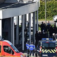 French security and police gather outside the Super U supermarket in the town of Trebes, southern France, where a terrorist took hostages and killed at least two before he was killed by security forces, on March 23, 2018. (AFP Photo/Pascal Pavani)