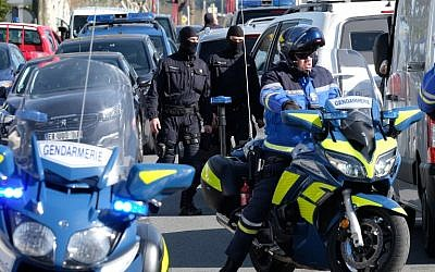 French National Gendarmerie Intervention Group troops and gendarmes gather outside the Super U supermarket in the town of Trebes, southwestern France, where a terrorist took hostages before he was killed by security forces on March 23, 2018. (AFP Photo/Eric Cabanis)