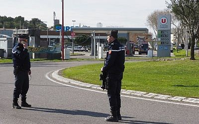 French police secure the area outside the Super U supermarket in the town of Trebes, southern France, where a man took hostages killing at least two before he was killed by security forces on March 23, 2018. (AFP PHOTO / RAYMOND ROIG)